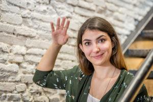 Angélique Fouix Angélique Fouix est consultante et formatrice. Digital native et active, elle intervient en conseil afin de permettre aux professionnels et aux entreprises de mieux exploiter les outils digitaux et en particulier les médias sociaux. Diplômée de Sciences Po Toulouse avec une spécialisation en communication, elle a été formée au community management en agence digitale. Riche de cette expérience, elle rejoint en 2013 l'équipe d'une start-up et intégre en janvier 2014, l'accélérateur de startup, aujourd'hui connu sous le nom de Connected Camp de l'IOT Valley pour 6 mois intenses. Au cours de cette aventure, elle fut sollicitée par d'autres start-ups et TPME afin de leur apporter son regard sur leur stratégie numérique. Ainsi lancée, elle développe son activité de consultante en stratégie digitale et social media management et commence à collaborer avec Approches Business Consulting. En 2018, elle rejoint Approches en tant que responsable digitale.